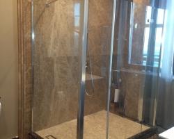 Мрамор в душевой кабине –мозаика Крема нова, пано для стены Имперадор лайт
