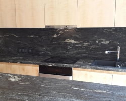 Столешница материал гранит Блек космик антик