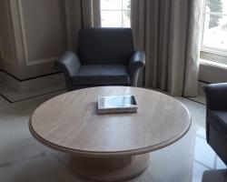 Комплект столов для интерьера<br>материал Травертин классик<br>обработка лощение