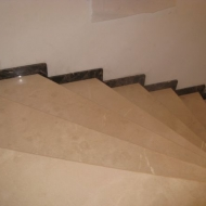 Лестница из мрамора